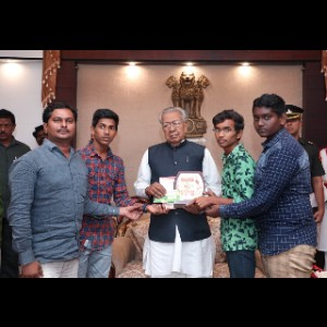 H.E Sri Biswabhushsn Harichandan, Honble Governor of Andhra Pradesh handing over Prizes and Cash Awards to State Level winners of Koushal 2019.